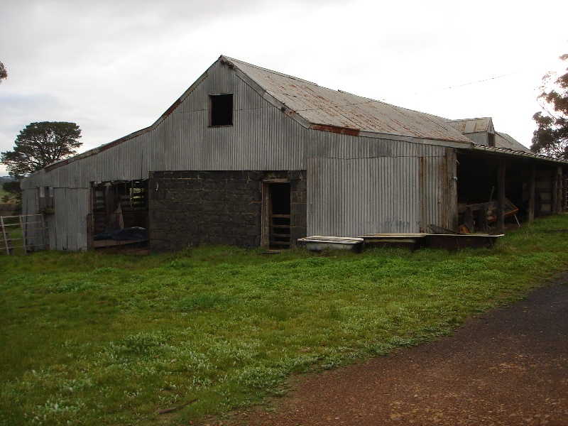 Summer Hill large cow shed from south KJ 10 July 07 69