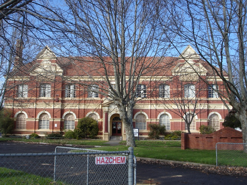 Maryborough Tech school front KJ 26 July 07