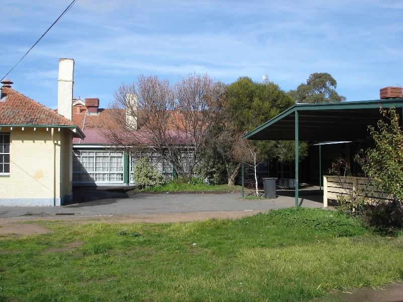 high school Maryborough courtyard KJ 26 Jul 07 36