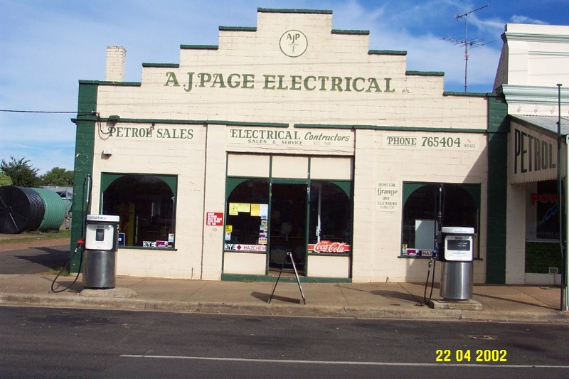 23039 A J Page s 89 Bell St Penshurst 0799