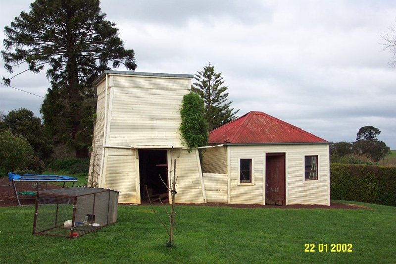 23192 Bassett Homestead Branxholme shed and tank stand 1397
