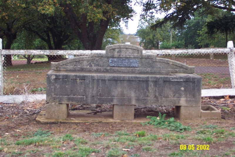 23359 Bills Horse Trough Penshurst 0915