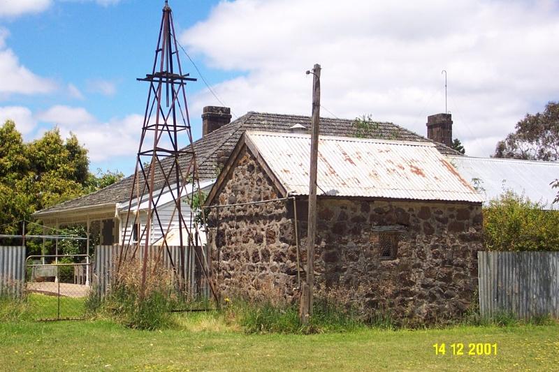 23189 Brisbane Hill outbuilding 0291