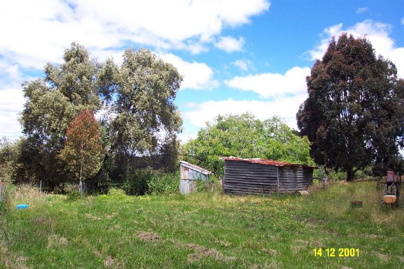 23189 Brisbane Hill outbuildings 0293