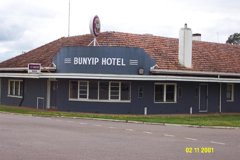 23447 Bunyip Hotel Cavendish 0123