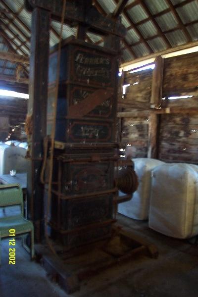 23434 Glendinning Homestead Balmoral woolpress 2138