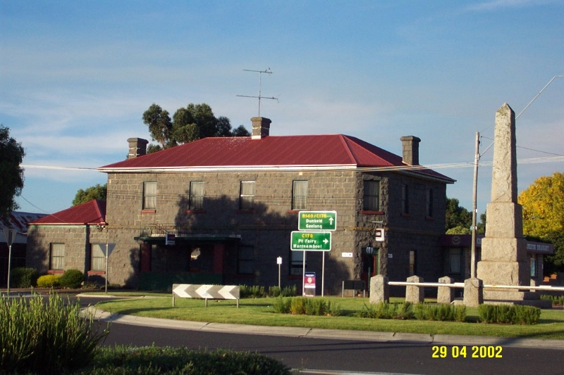 23200 Penshurst Hotel and War Memorial 0881