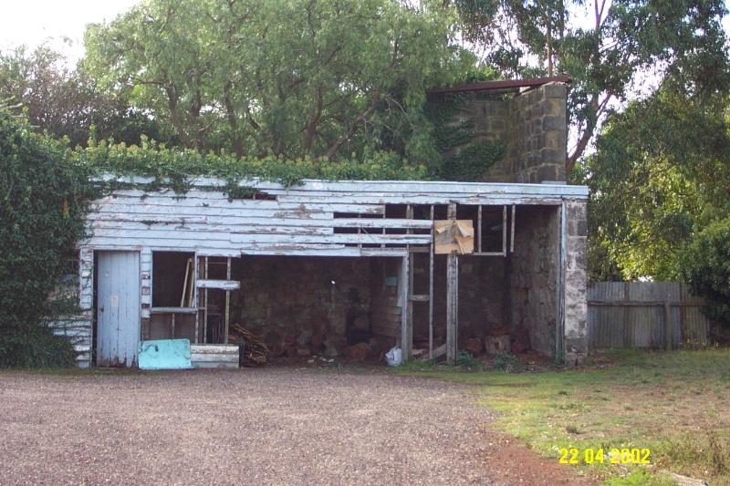 23200 Penshurst Hotel Bell St stables 0811