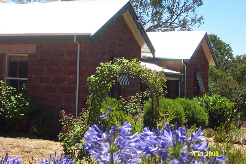 23252 Presbyterian Manse Former Balmoral 2337