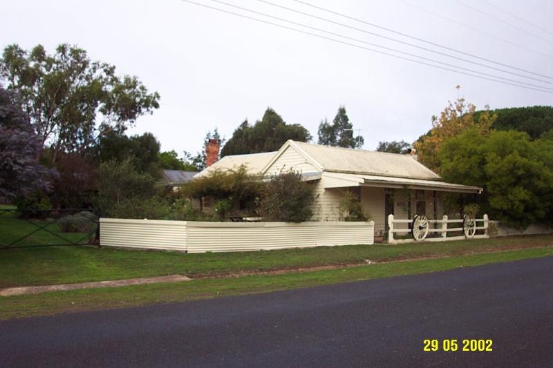 23398 Rose Cottage Glenthompson 1078