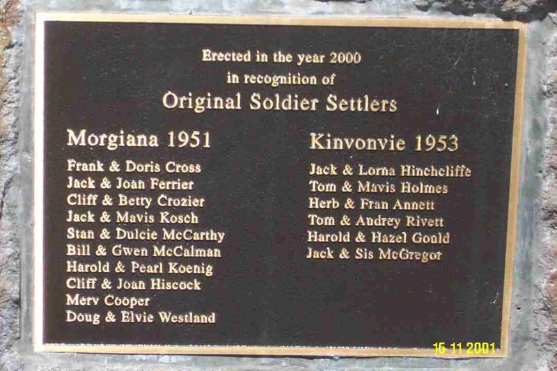 23184 Copy of 0464 Soldier Settlers Memorial Yulecart