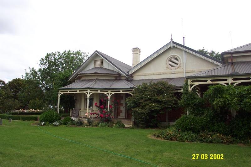 23205 Springwood Homestead Wannon garden front 2054