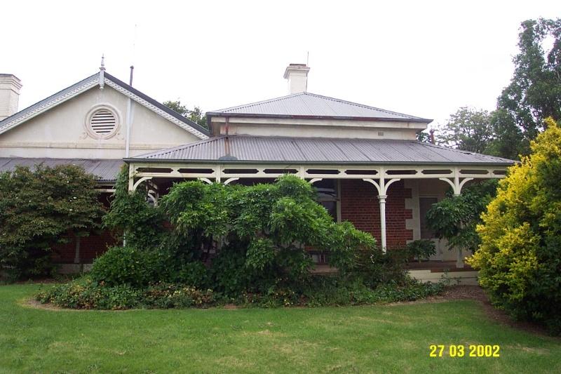 23205 Springwood Homestead Wannon garden front 2055