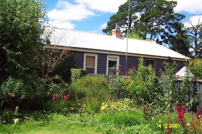 23233 Viladale House Yulecart 0311