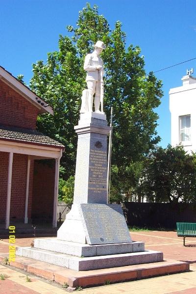 23448 War Memorial Coleraine 0505