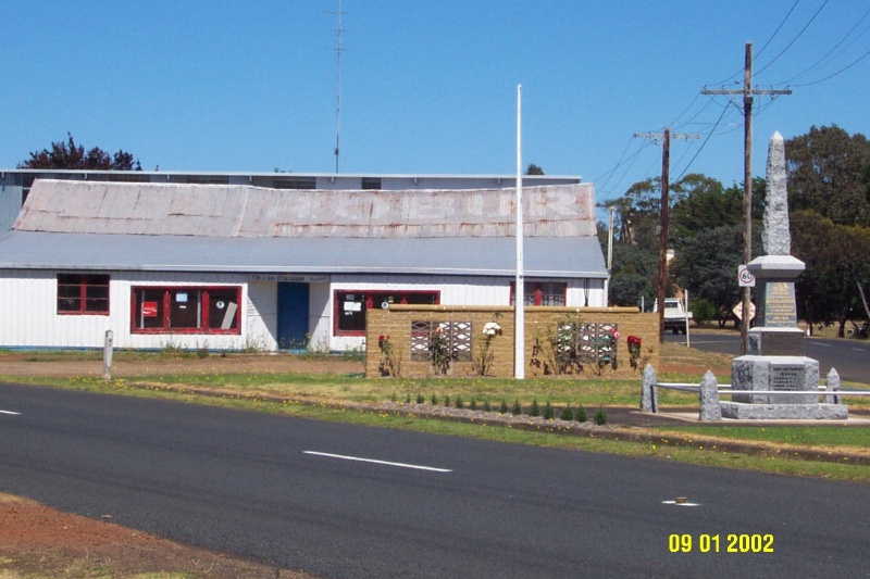 23137 War memorials Balmoral 0337