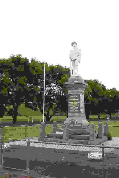 23138 War Memorial WW1 2 Byaduk 0081