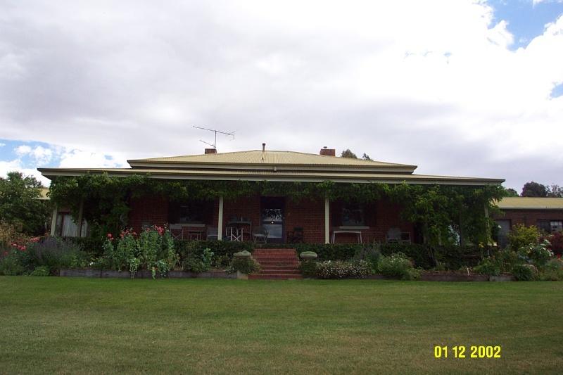 23222 Yat Nat Homestead Balmoral facade 2186