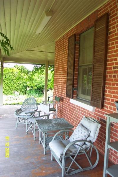 23222 Yat Nat Homestead Balmoral verandah 2182