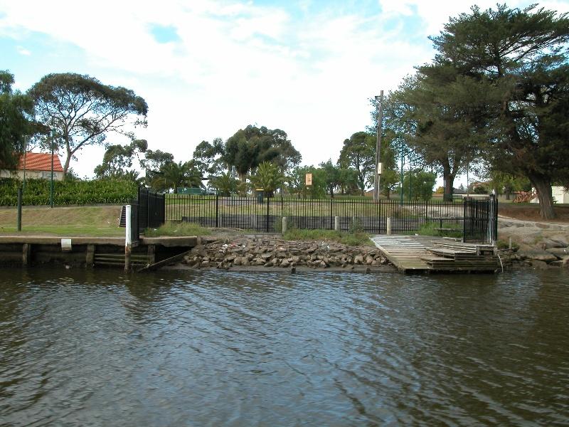 Henley's Landing Boatshed Maribyrnong May 2003 001