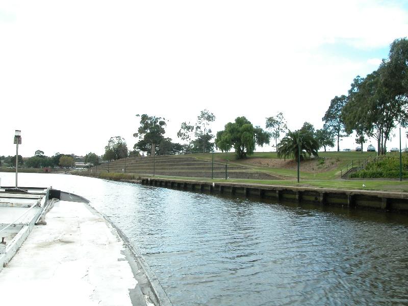 Henley's Landing Boatshed Maribyrnong May 2003 003