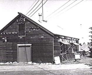 Diggers Rest, November 1945. The exterior of the old 'shack' at Diggers Rest, used by Land Headquarters Signals to house transmitters. This would have been one of the converted farm buildings. (Australian War Memorial)