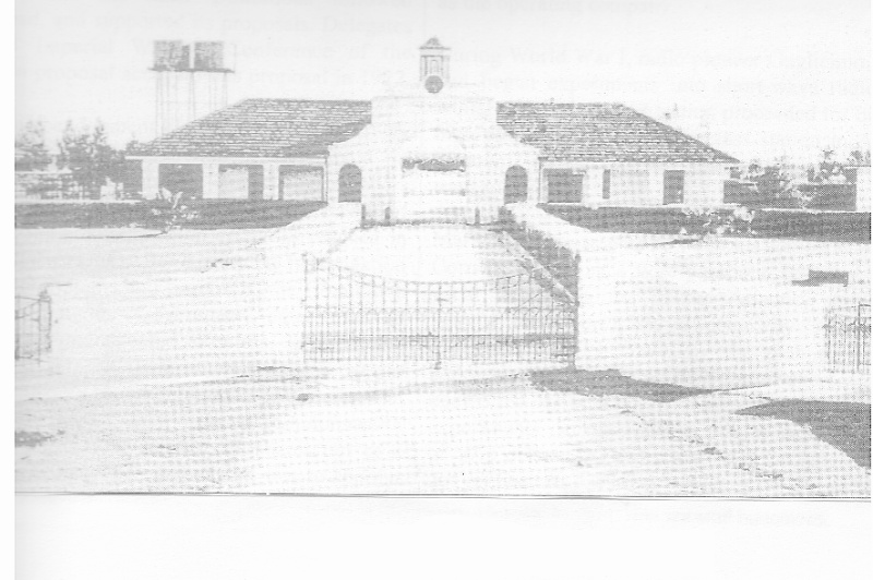 Early photograph of the Beam Wireless receiving station at Rockbank, Victoria. The front fence, gate, main building, and bungalows at the side (not shown) remain, together with the Canary Island Palm trees; only the hedge and watertanks are missing. (Radi