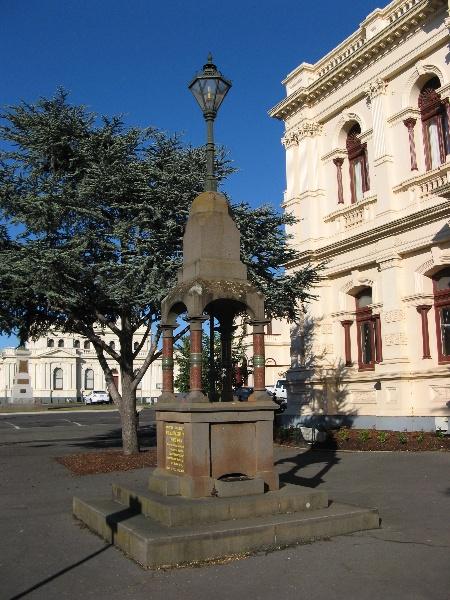 Town Hall_Maryborough_memorial fountain_7 Nov 07_KJ
