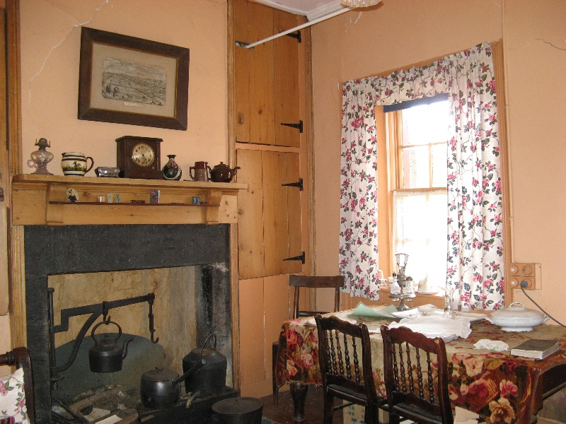 Interior - northwest room. Aug 2007.