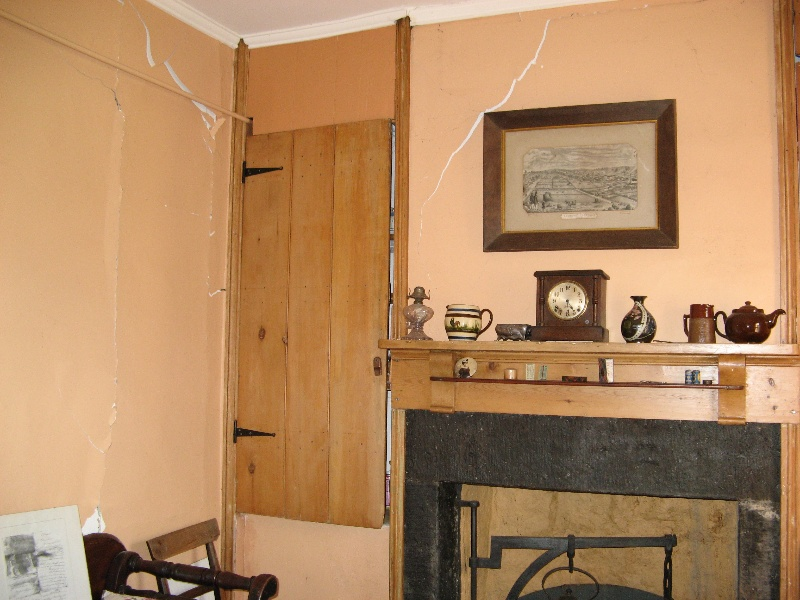 Interior - northwest room. Aug 2007.
