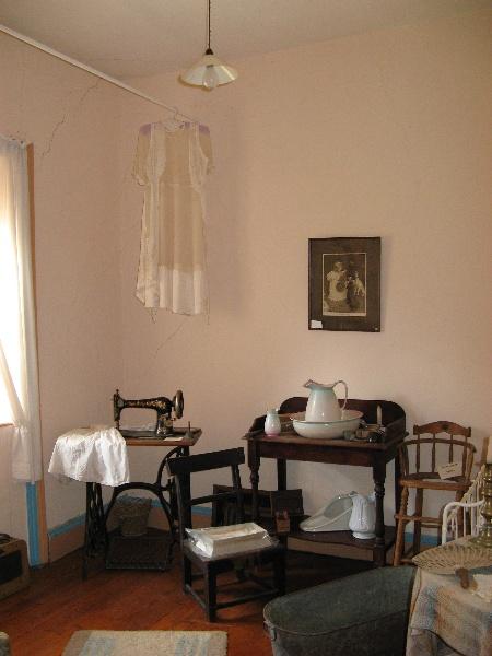 Interior - northeast room. Aug 2007.