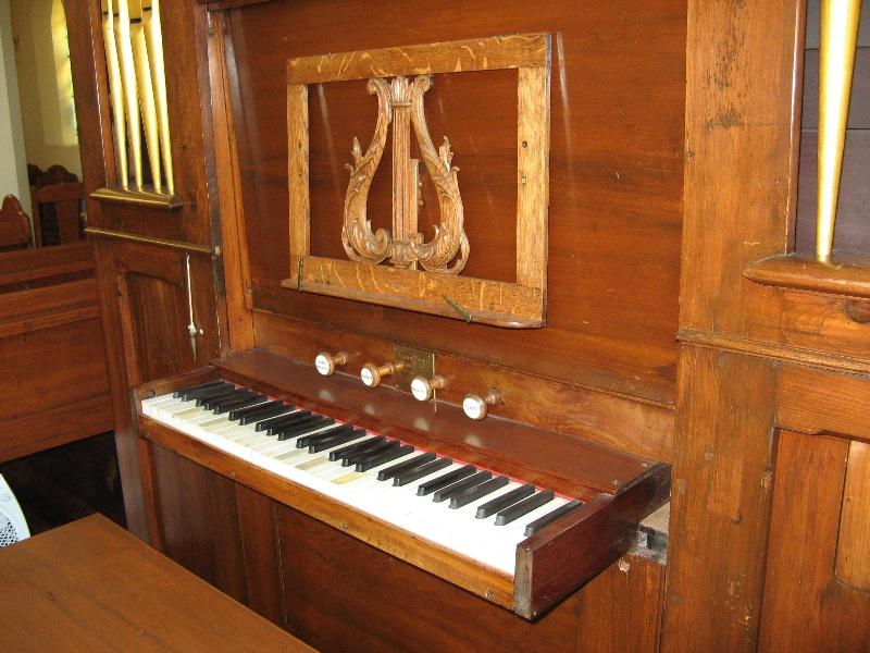 Moyle organ St Linus Merlynston_front detail_11 Feb 08 2
