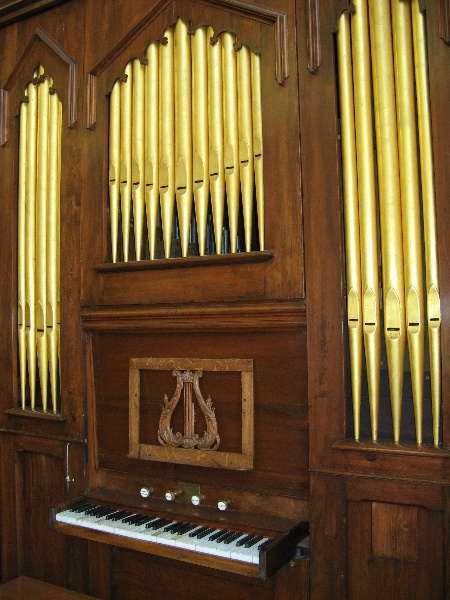 Moyle organ St Linus Merlynston_front with dummy pipes_11 Feb 08 3