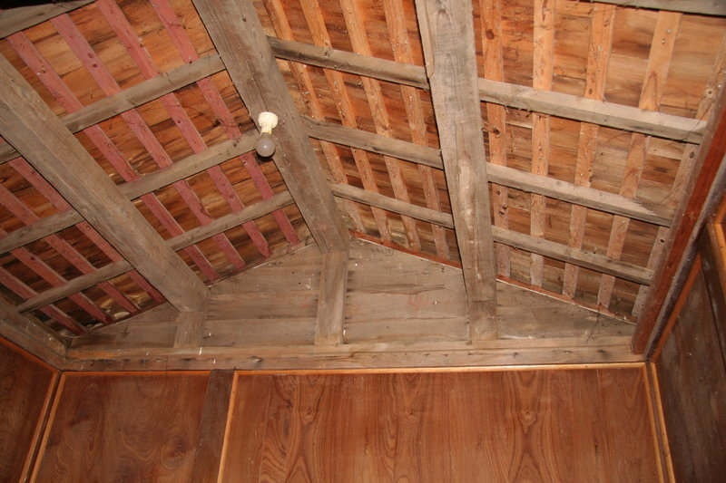 Roof structure - internal view. Mar 2007.