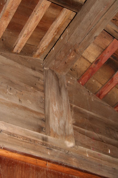 Gable end structure - internal view. Mar 2007.