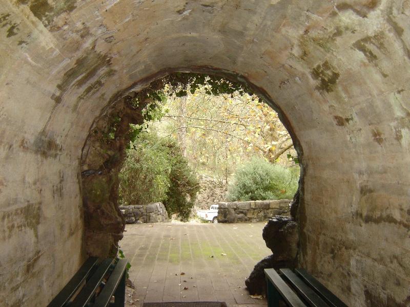 Royal Cave entrance. May 2007.