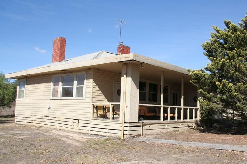 H2167 Lady Northcote Camp House 12