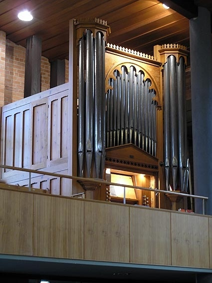Stone pipe organ_Blackburn_2007_facade