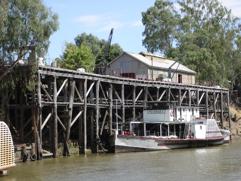 Echuca Wharf Jan 2006 mz View From Murray River