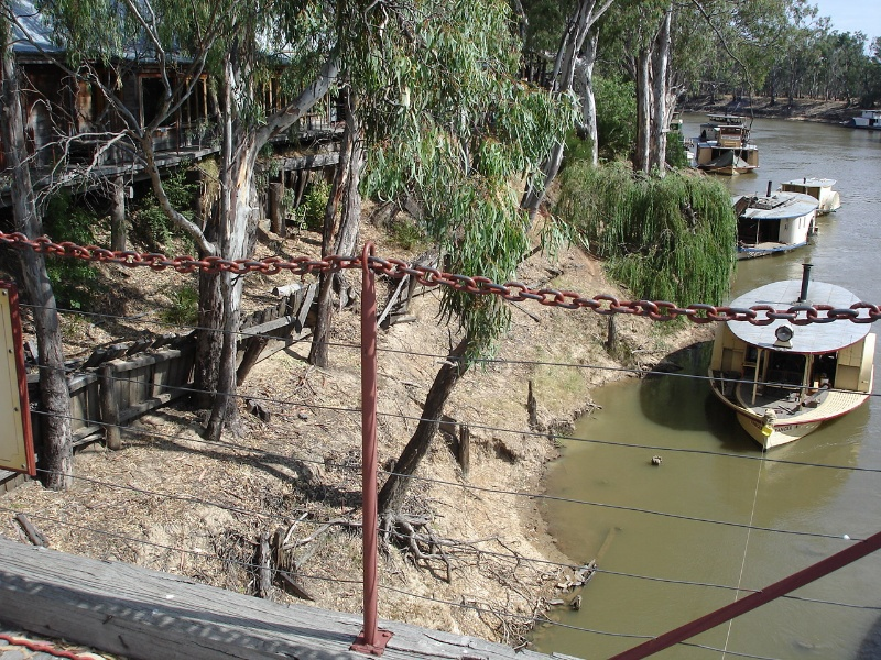 Echuca Wharf Jan 2006 mz Remnant Structure to North of Extant Wharf 01