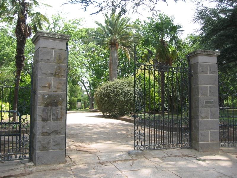 H1994 Kyneton gates