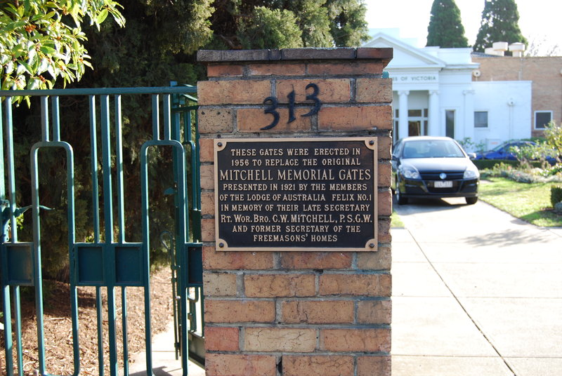 4435 Royal Freemasons Homes 313 Punt Road Gate Plaque 02