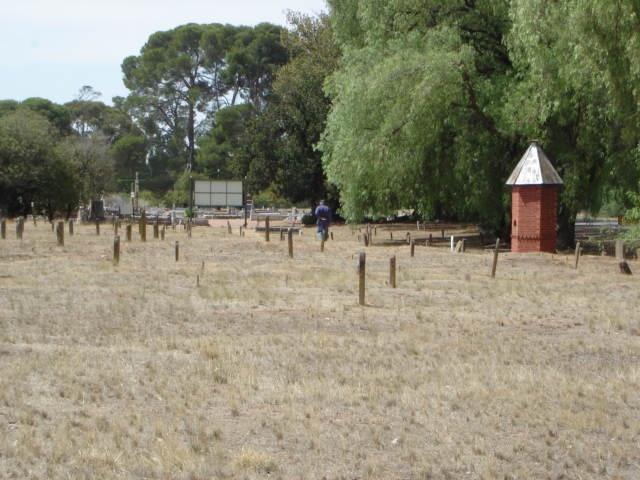 H2136 White Hills Cemetery 9 Feb 200 mz 025