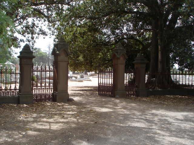 H2136 White Hills Cemetery 9 Feb 200 mz 001