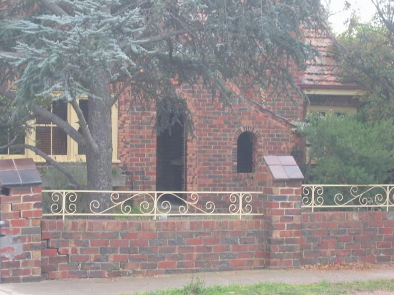 18 Barton Street, Fence