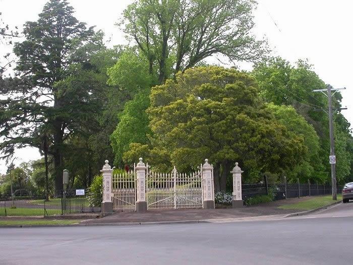 H2185 Hamilton B G Kennedy St western gates