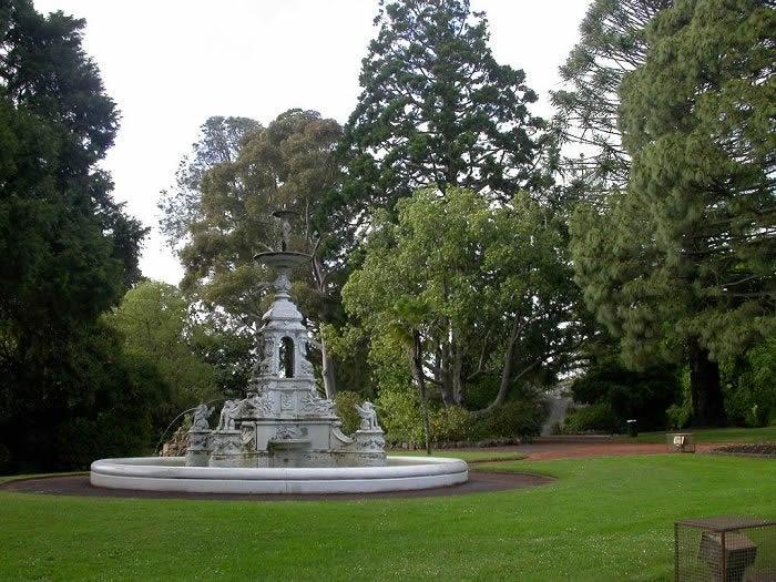 H2185 Hamilton B G Thompson memorial fountain