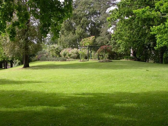 H2185 Hamilton B G lawn and shrubbery