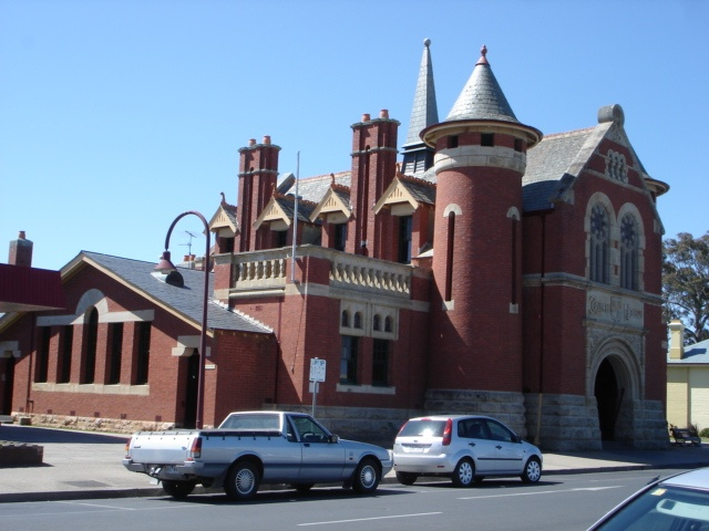H1462 Bairnsdale Court House from the SW