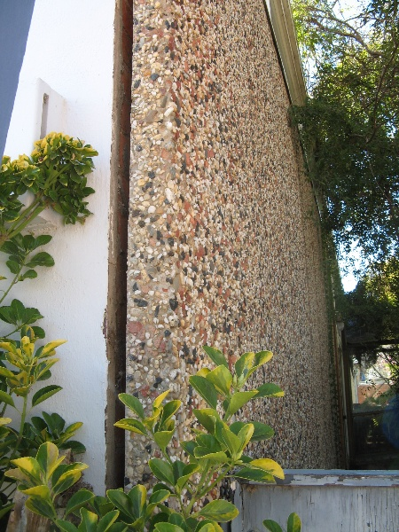 Former Shire Offices_Benalla_aggregate wall_KJ_5/9/08